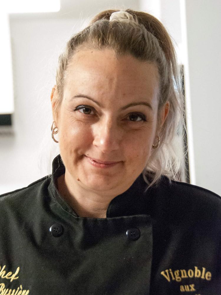 Julie Bussière - Vignoble Au pied des Noyers [www.auxpiedsdesnoyers.com]